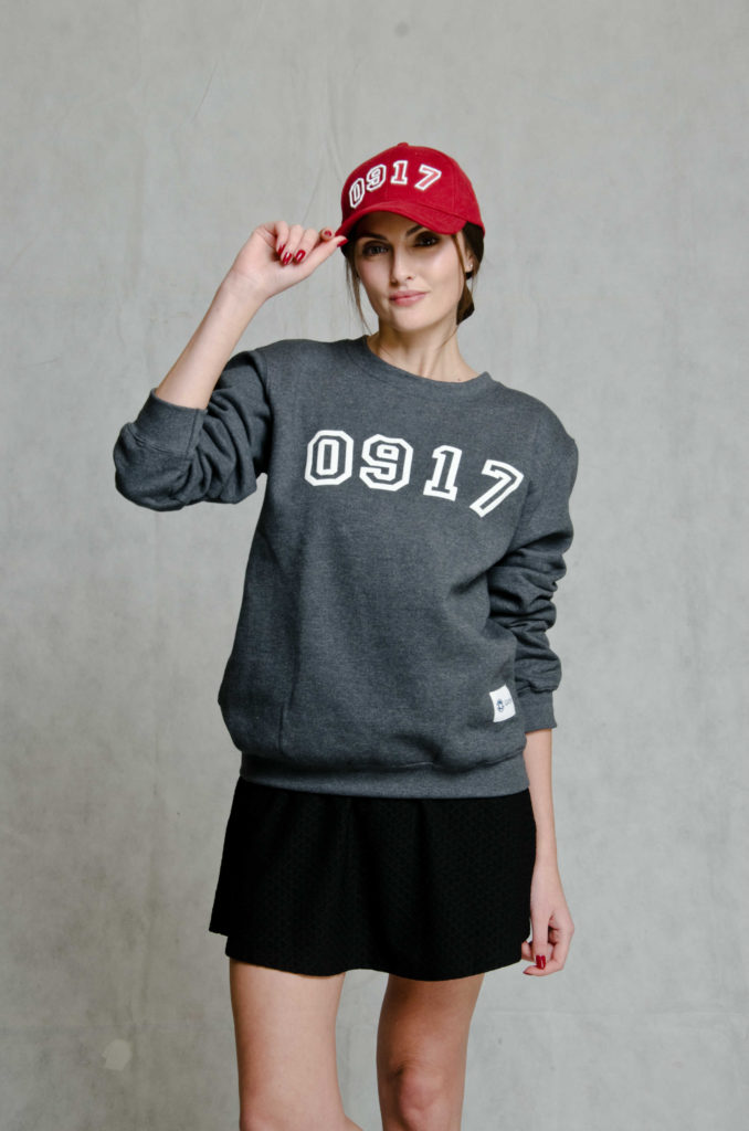 917 gray sweater red cap